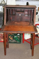 Drop_leaf_desk_2